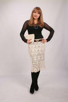 Белая ажурная юбка выполнена крючком из итальянской пряжи хорошего качества. Вязаная юбка позволяет себя чувствовать комфортно и непринужденно, так