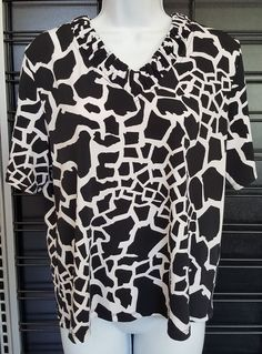 cb1e3408a36 Allison Daley Womens Sz PM Petite Medium Top Black White Giraffe Print  Stretch  AllisonDaley  KnitTunicTop  Career