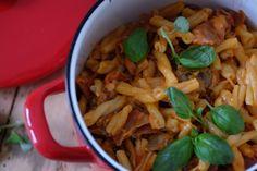 Denne raske pastaretten ble en innertier hos meg. Skinke og sjampinjong sammen med tomat og litt ...