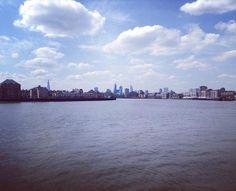 Looking towards Central London from Canary Wharf #london #londonskyline #thames #thamespath #londoninspring #londonpop #bluesky #prettylittlelondon #walkinglondon #explore #wanderlust by hantb