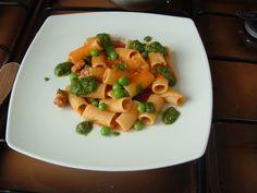 Pasta-Rigatoni di Gragnano  saucisse   et petit  pois ,jus   de  tomate  et  poivron rouge    Gino D'Aquino