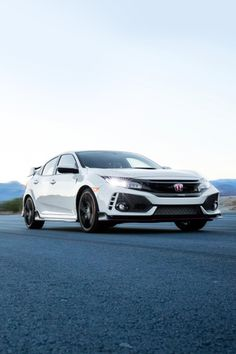 Experience the Honda racing legacy firsthand in the aggressively designed 2017 Honda Civic Type R. Honda Civic For Sale, Honda Civic Vtec, Honda Civic Coupe, Honda Civic Type R, New Honda, Civic Hatchback, Honda Cars, Poses, Motor Car