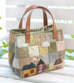 Handmade bags using patchwork techniqueLarge, colorful bags for the voices to carry propsimages attach c 0 121 607 Quilted Tote Bags, Patchwork Bags, Reusable Tote Bags, Fabric Bags, Linen Fabric, Bag Patterns To Sew, Denim Bag, Japanese Bag, Tote Purse
