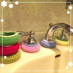 蛇口まわりの水あか防止カバー 第2弾|LIMIA (リミア) Crochet Doily Patterns, Crochet Doilies, Crochet Stitches, Freeform Crochet, Knit Crochet, Wrist Warmers, Handicraft, Crochet Projects, Diy And Crafts