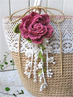 【み様ご予約品】レースの麻ひもバッグ*巻きバラコサージュ 2x Form Crochet, Crochet Home, Crochet Leaves, Crochet Flowers, Crochet Stitches, Homemade Bags, Boho Bags, Patchwork Bags, Christmas Tree Crafts