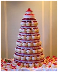 """vendor thumbnail    tags: """"sweet traders"""" cake red  photo by: Sweet Traders  vendor: Sweet Traders"""