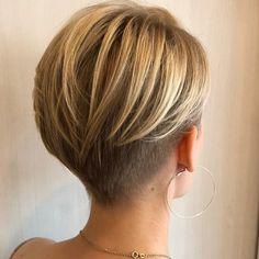 Pretty super short haircut on blonde hair Short Hair Undercut, Cute Hairstyles For Short Hair, Undercut Hairstyles, Short Hair Cuts For Women, Shot Hair Styles, Long Hair Styles, Pelo Pixie, Shoulder Hair, Pixie Haircut