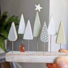 Recycled Christmas Decorations, Wooden Christmas Crafts, Christmas Projects, Handmade Decorations, Cheap Christmas, Wooden Crafts, Homemade Christmas, Christmas Stuff, Christmas Ideas