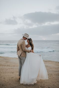 The movement of this dress is nothing short of perfect for a beachside ceremony | Image by Jonnie & Garrett
