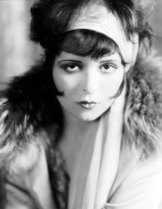 Clara Bow, 1926. Fotografiada por Eugene R. Richee.