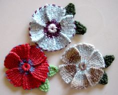 Flower Looms: Woven Flowers on Various Sized & Shaped Looms - a Mini Gallery