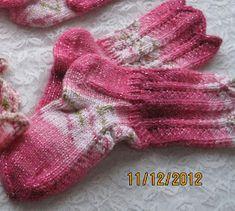 Arkimamman Arkiralli: Äipän Olga-sukat ja Olga-lapaset Knitting Socks, Knit Socks, Leg Warmers, Crochet, Kids, Slippers, Leg Warmers Outfit, Young Children, Boys