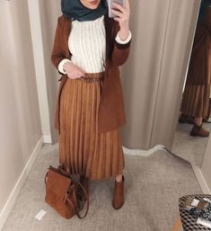 Elevate your hijab wardrobe with new trendy looks – Just Trendy Girls Casual Hijab Outfit, Hijab Chic, Hijab Dress, Winter Mode Outfits, Winter Fashion Outfits, Chic Outfits, Modern Hijab Fashion, Muslim Fashion, Hijab Mode Inspiration