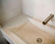 Inspiratie voor tadelakt, betoncire, mortex, beal voor in de badkamer. Op zoek naar deze afwerking of meubels op maat in een betonlook? www.molitli.nl of www.betonlookdesign.nl