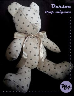 Tuto Ourson trop mignon [DIY] - Du bout demon aiguille Baby Couture, Couture Sewing, Memory Pillows, Creation Couture, Plush Dolls, Baby Sewing, Diy For Kids, Fabric Crafts, Dinosaur Stuffed Animal