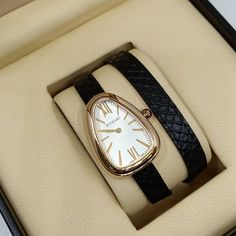 6c16a8868bf Relógio Bvlgari Serpenti - Dourado – Pulseira Preta – Mostrador Claro -  Réplica Premium AAA