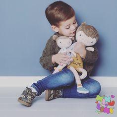 """Gefällt 71 Mal, 4 Kommentare - Baby & Kinder (@mikuliniii) auf Instagram: """"Die süßen Stoffpüppchen Jim und Rosa muss man einfach lieb haben 😍 Du findest sie in verschiedenen…"""" Baby Kind, Dinosaur Stuffed Animal, Teddy Bear, Animals, Instagram, Pink, Random Stuff, Puppets, Simple"""