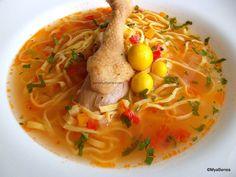 bors moldovenesc de pui sau gaina cu taitei de casa sau zdrente Thai Red Curry, Food And Drink, Soup, Biscotti, Cooking, Ethnic Recipes, Kitchen, Foods, Food