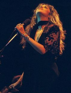 Stevie, with Fleetwood Mac during the Rumours Tour. Rock Roll, Stevie Nicks Pictures, Buckingham Nicks, Lindsey Buckingham, Stevie Nicks Fleetwood Mac, Stevie Nicks Witch, Rock Queen, Raquel Welch, Janis Joplin