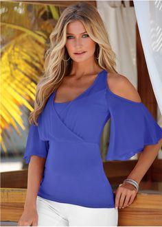 Veja agora:Blusa confeccionada em viscose com elastano. Possui decote redondo, em cores alegres. Ideal para o seu dia-a-dia. Seguir as instruções de lavação que estão na etiqueta do produto.