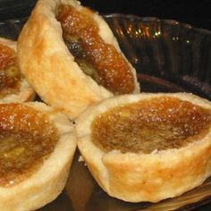 Real Canadian Butter Tarts Real Canadian Butter Tarts from : Melt in your mouth butter tarts, oh sooo good ! The method for baking is unusual, but will prevent the filling from boiling over. Just Desserts, No Bake Desserts, Delicious Desserts, Yummy Food, Italian Desserts, Mini Desserts, Tart Recipes, Cooking Recipes, Yummy Recipes