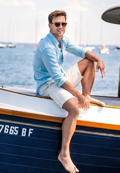 Summer outfits are incomplete without shorts. So guys we at The Unstitchd have 10 men's shorts styles that should be part of your summer wardrobe! Jungs In Shorts, Stylish Men, Men Casual, Casual Wear, Outfits Tipps, Mode Bcbg, Nautical Shirt, Nautical Style, Men Styles