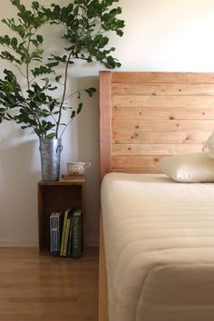 How to build a beautiful DIY bed frame & wood headboard easily. Free DIY bed plan & variations on king, queen & twin size bed, best natural wood finishes, and lots of helpful tips! - A Piece of Rainbow Bedroom Diy, Diy Wood Headboard, Diy Bed Frame, Wooden Bed Frames, Bed Frame And Headboard, Bed Plans