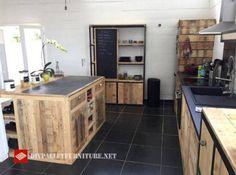 Diese Idee Der Küche Wurde Im Internet Gefunden, Ist Komplett Gebaut Und  Mit Paletten Dekoriert