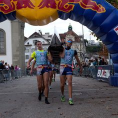 Red Bull Challenge... rowing and running with an 8+!