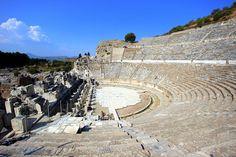 2015 yılında UNESCO Dünya Mirası olarak tescil edilen Efes, ülkemizin en önemli turizm merkezlerinden biri olarak ziyaretçilerini bekliyor. Fotoğraflar: Turhan Kızar