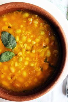 Recipe of Porotos Granados (cranberry beans stew - Chilean recipe). A delicious plate commonly prepared in Chile. Bean Recipes, Veggie Recipes, Vegetarian Recipes, Healthy Recipes, Veg Dishes, Dinner Dishes, Dinner Recipes, Porotos Granados Recipe, Chilean Recipes