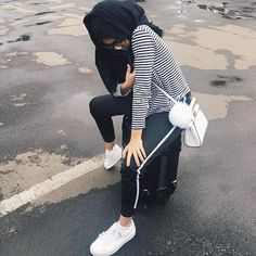 Ideas For Fashion Quotes Black Outfit White Outfit Casual, Casual Hijab Outfit, Casual Outfits, White Outfits, Hijab Chic, Fashion Week, Trendy Fashion, Fashion Models, Fashion Black
