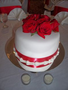 Red & White Rose Table centerpiece cakes - triflescakes.com