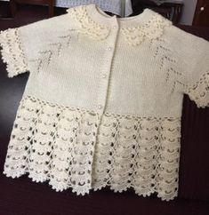 Baby cardigan :: knitting and crochet Baby Knitting Patterns, Knitting For Kids, Baby Patterns, Baby Vest, Baby Cardigan, Hand Crochet, Crochet Lace, Diy Crafts Crochet, Baby Sweaters