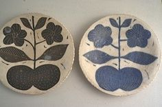 Ceramics by Makoto Kagoshima. Wish I could read Japanese, I want to know more about these surface treatments. Ceramic Tableware, Ceramic Pottery, Ceramic Painting, Ceramic Art, Kagoshima, Sgraffito, Pottery Making, Pottery Studio, Handmade Pottery