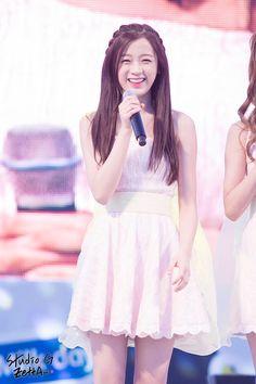 APRIL - Jinsol April Kpop, August 24, Kpop Girl Groups, Korean Girl Groups, Kpop Girls, Libra Art, Gemini Gemini, Zodiac Personality Traits, Anime Zodiac