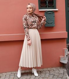 Image may contain: 1 person, standing - Hijab Clothing Modern Hijab Fashion, Muslim Fashion, Modest Fashion, Skirt Fashion, Fashion Dresses, Dress Outfits, Hijab Style Dress, Casual Hijab Outfit, Hijab Chic