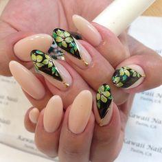 Japanese nail art, hand painted floral design by Mika at Kawaii Nails, Tustin CA.