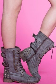 Haley Combat Boot i want boots like these! Crazy Shoes, Me Too Shoes, Cute Boots, Grey Boots, Passion For Fashion, Fasion, Combat Boots, Bootie Boots, High Heels