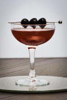 Cherry Sour Cherry Whiskey, Whiskey Sour, Whiskey Cocktails, Easy Cocktails, Classic Cocktails, Cherry Syrup, Sour Cherry, Bulleit Bourbon, Sour Foods