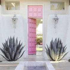 The exterior door is a guests first impression of what is to be discovered inside the house. (via apartmenttherapy)