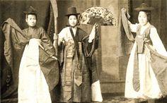 Vintage Korean attire | 무당 [10-31]