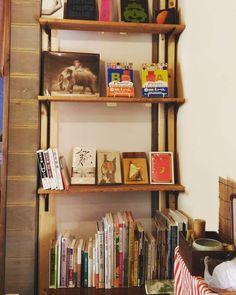 蔵書棚を作りました オープンしてます  #箕面 #日本茶 #CHAnoMA #Minoo #Matcha #日本酒 #抹茶 #煎茶 #箕面ビール #古本#ブックカフェ#ひなたブック