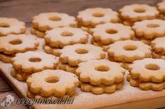 Kipróbált Linzer recept egyenesen a Receptneked. Hungarian Recipes, Diet Recipes, Biscuits, Muffin, Food And Drink, Mint, Favorite Recipes, Cookies, Cake