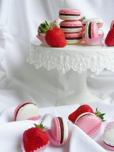 Csokoládé Reformer: Epres macaron Essie, Macarons, Cake, Blog, Pie Cake, Cakes, Macaroons, Blogging, Cookies
