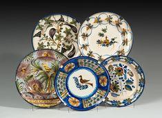 Plato en cerámica de Onda, S. XIX  Diámetro: 29 cms. Con decoración de flores en azul cobalto.  Precio de salida: 60€  Precio remate: 75€