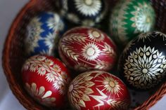 Types Of Eggs, Egg Art, Egg Decorating, Easter Eggs, Diy And Crafts, Carving, Embellishments, Kunst, Wood Carvings