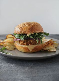 Flourishing Foodie: Crunchy Chickpea Burgers with Tangy Sauce - and Homemade Crisps Veggie Recipes, Vegetarian Recipes, Healthy Recipes, Vegetarian Burgers, Veggie Burgers, Falafel Burgers, Hamburger Recipes, Paninis, Sandwiches