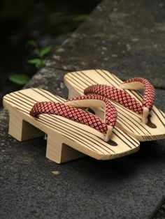 Geta, Japanese footwear 下駄 These would be perfect to wear after the ceremony, when you want to kick off your heels.
