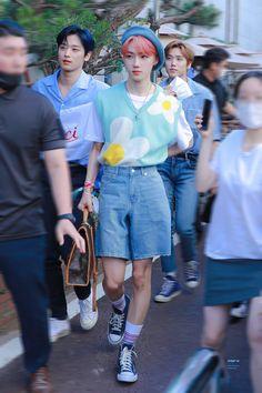 Kpop Fashion, New Fashion, Korean Fashion, Fashion Outfits, Airport Fashion, Kpop Outfits, Cute Outfits, Airport Style, Asian Boys
